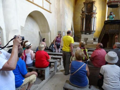 Erklärung in der verfallenen Wehrkirche