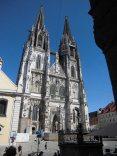 Die Hauptfassade des Domes St. Peter